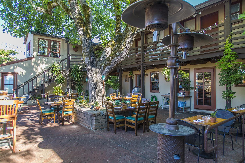 Backyard restaurant forestville 28 images backyard for Yorck wohnideen gbr
