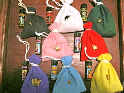 lucky-mojo-bags-on-wooden-tray-at-the-Lucky-Mojo-Curio-Company-Forestville-California