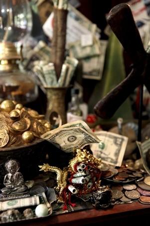 Money-Altar-at-the-Lucky-Mojo-Curio-Company